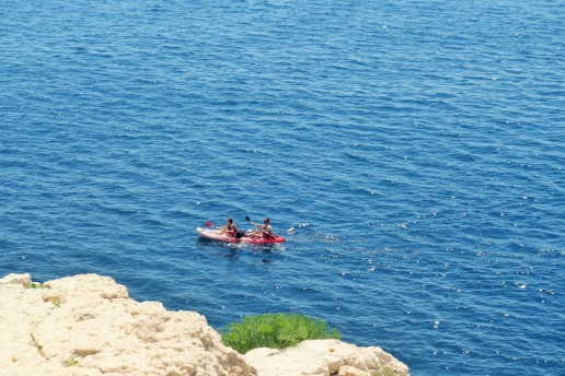 en kayak au large de Castelvieil