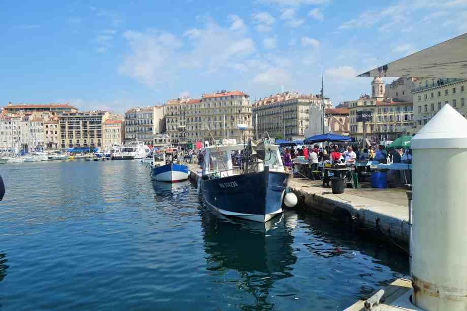 les pêcheurs vendent tous les matins sur le Vieux Port